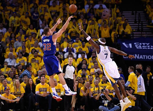 OAKLAND, CA - APRIL 24: Blake Griffin #32 of the Los Angeles Clippers shoots over Jermaine O'Neal #7 of the Golden State Warriors in Game Three of the Western Conference Quarterfinals during the 2014 NBA Playoffs at ORACLE Arena on April 24, 2014 in Oakland, California. NOTE TO USER: User expressly acknowledges and agrees that, by downloading and or using this photograph, User is consenting to the terms and conditions of the Getty Images License Agreement. (Photo by Thearon W. Henderson/Getty Images)