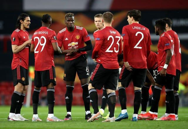 Manchester United before a huddle