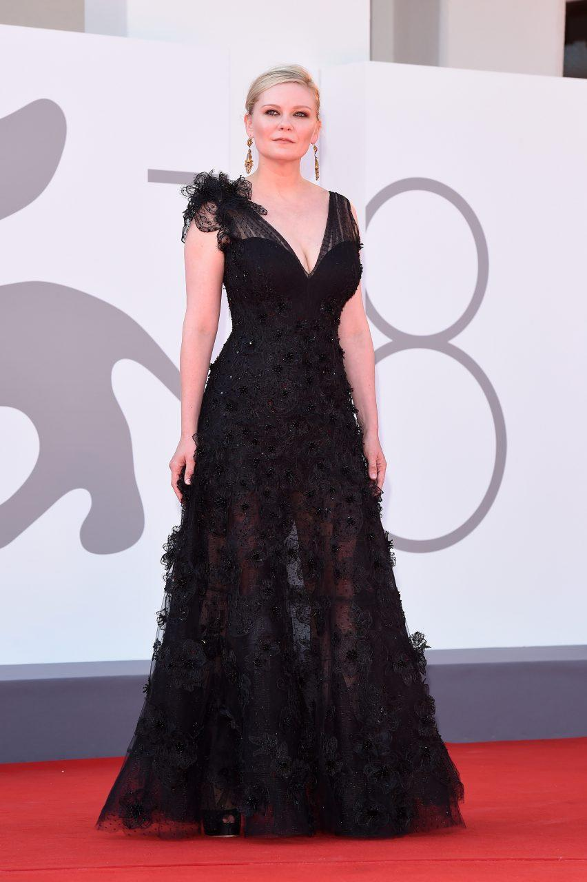 VENICE, ITALY - SEPTEMBER 02: Kirsten Dunst attends the red carpet of the movie 'The Power Of The Dog' during the 78th Venice International Film Festival on September 02, 2021 in Venice, Italy. (Photo by Stefania D'Alessandro/Getty Images)