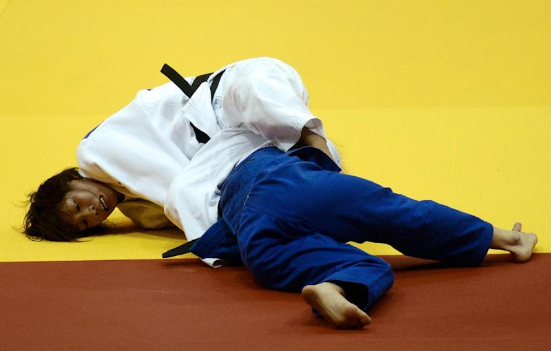 Japan's judoka Ami Kondo (white) competes with Argentina's Paula Pareto during the under 48 kg category final of the IJF World Judo Championship in Chelyabinsk, on August 25, 2014