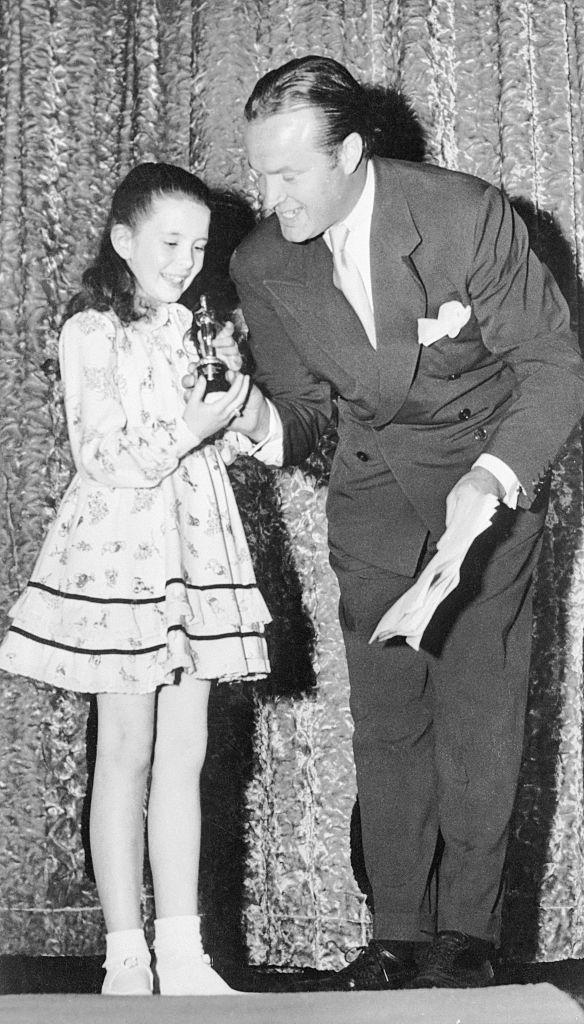 Margaret O'Brien accepts her Oscar from Bob Hope in 1944. (Photo: Bettmann/Getty Images)