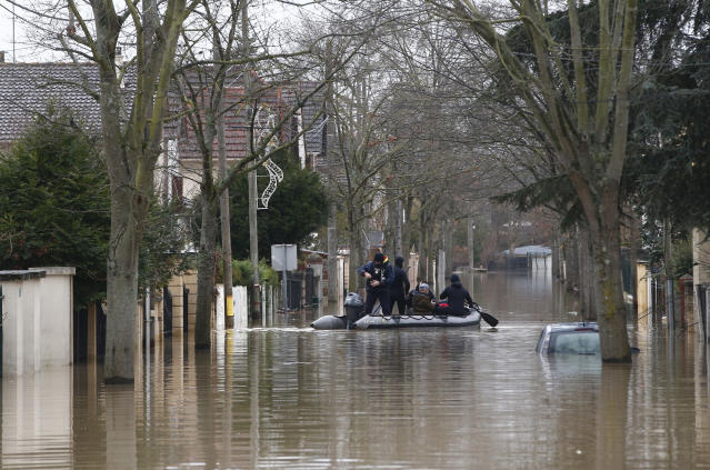 <p>Rescue workers evacuate residents in a flooded street of Villeneuve-Saint-Georges, outside Paris, where the Yerres river floods Thursday, Jan. 25, 2018. (Photo: Thibault Camus/AP) </p>