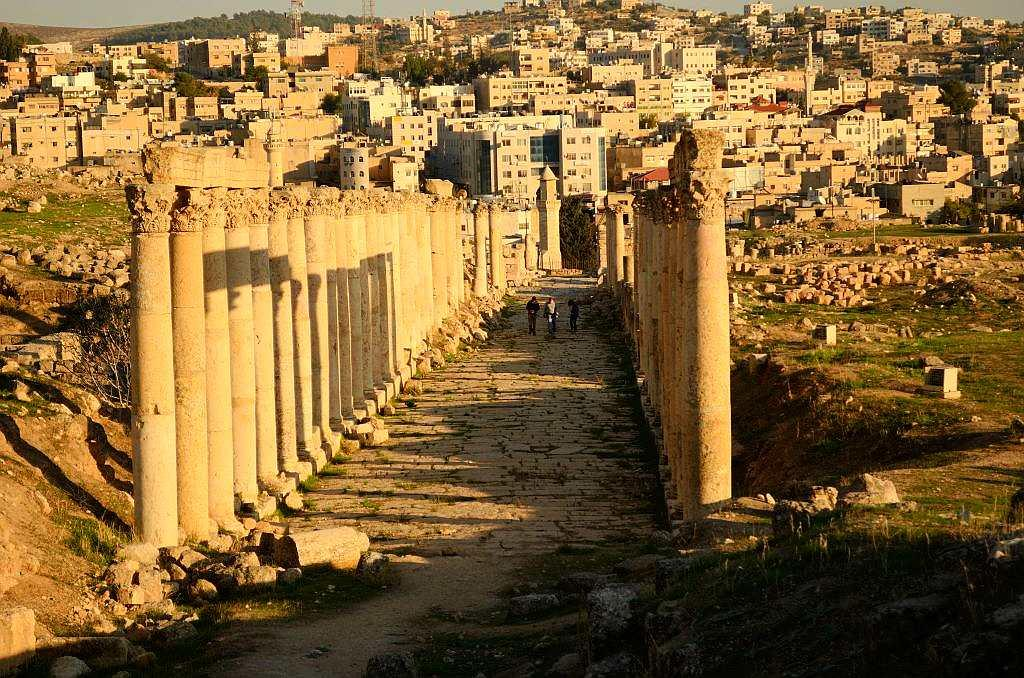 Walking down the long colonnaded streets or cardo, you get a feeling of being in the past. Looking beyond, you see a bridge that connects the two cities as their worlds merge; a fusion of Middle East tradition with the charms of the Greek-Roman eras.
