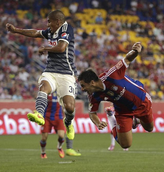Bayern Munich's Claudio Pizarro, right, watches as his header goes in for a goal as Chivas' Carlos Salcido defends on the play during the first half of an international friendly soccer match at Red Bull Arena, Thursday, July 31, 2014, in Harrison, N.J. (AP Photo/Julio Cortez)
