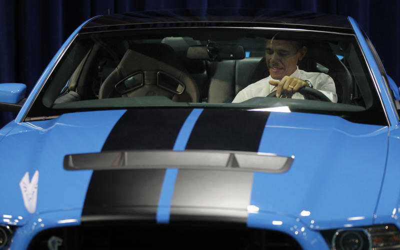 Obama plays up auto industry success story