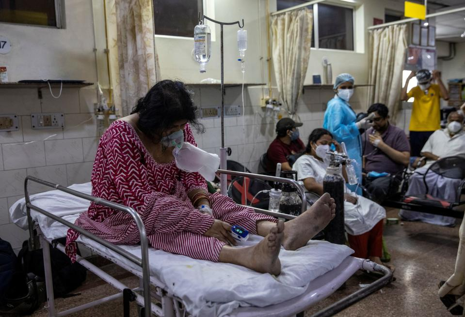 A patient suffering from the coronavirus disease (COVID-19) receives treatment inside the casualty ward at a hospital in New Delhi, India, May 1, 2021. REUTERS/Danish Siddiqui