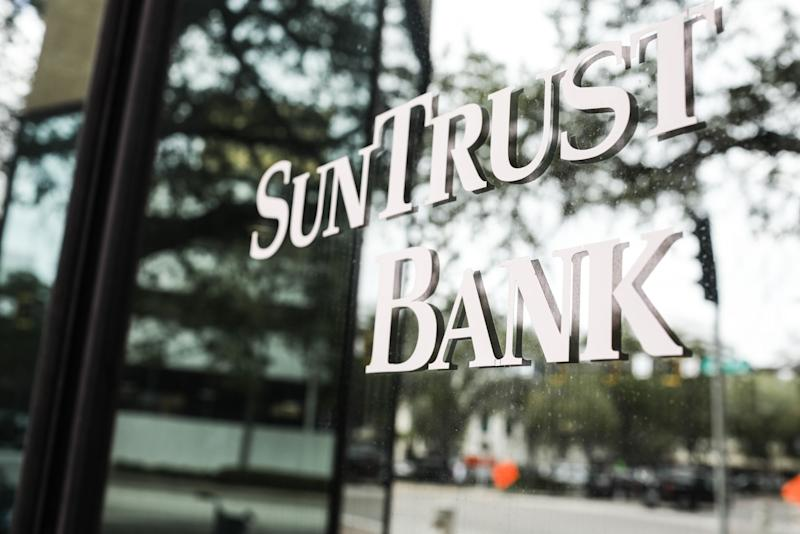 Biggest U.S. Bank Deal in Decade Fails to Trigger M&A Frenzy