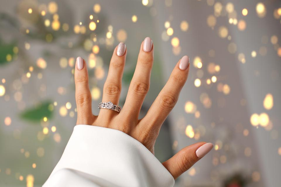 Here's how to get a big diamond on a budget. Photo: Getty Images