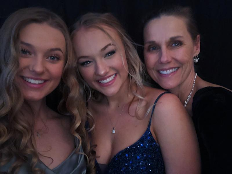 Amelia Schantz (center) with her mother and sister at their family prom. (Photo: Courtesy of Amelia Schantz)