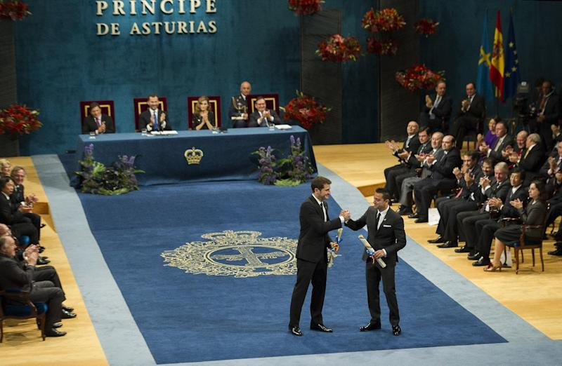 Prince of Asturias prize winners for Sports, Real Madrid soccer player Iker Casillas, center left, and FC Barcelona soccer player Xavi Hernandez, center right, shake hands during an awards ceremony in Oviedo Spain, Friday Oct. 26, 2012. The award is one of eight of Spain's prestigious Asturias prizes, presented by Crown Prince Felipe and granted each year in various categories. (AP Photo/Juan Manuel Serrano Arce)