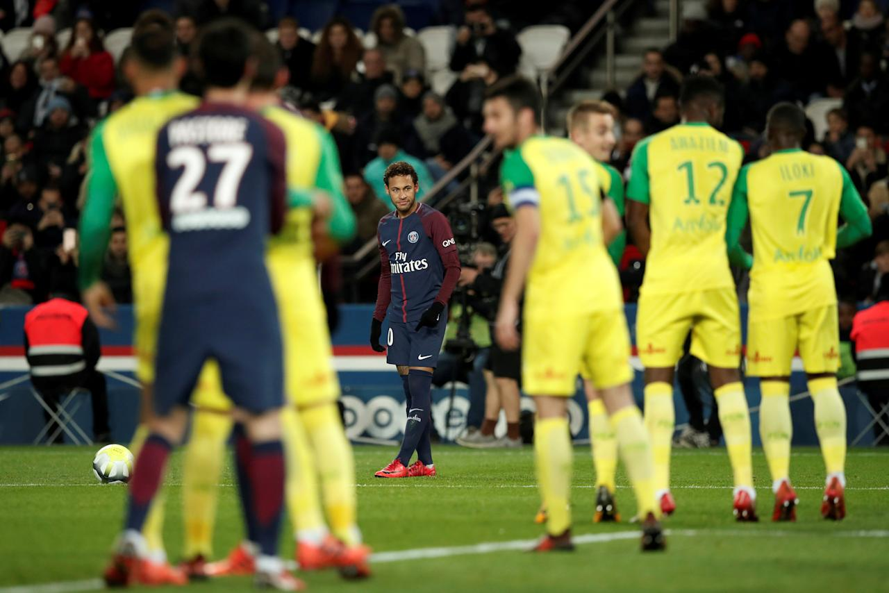 Soccer Football - Ligue 1 - Paris St Germain vs FC Nantes - Parc des Princes, Paris, France - November 18, 2017   Paris Saint-Germain's Neymar prepares to take a free kick   REUTERS/Benoit Tessier     TPX IMAGES OF THE DAY