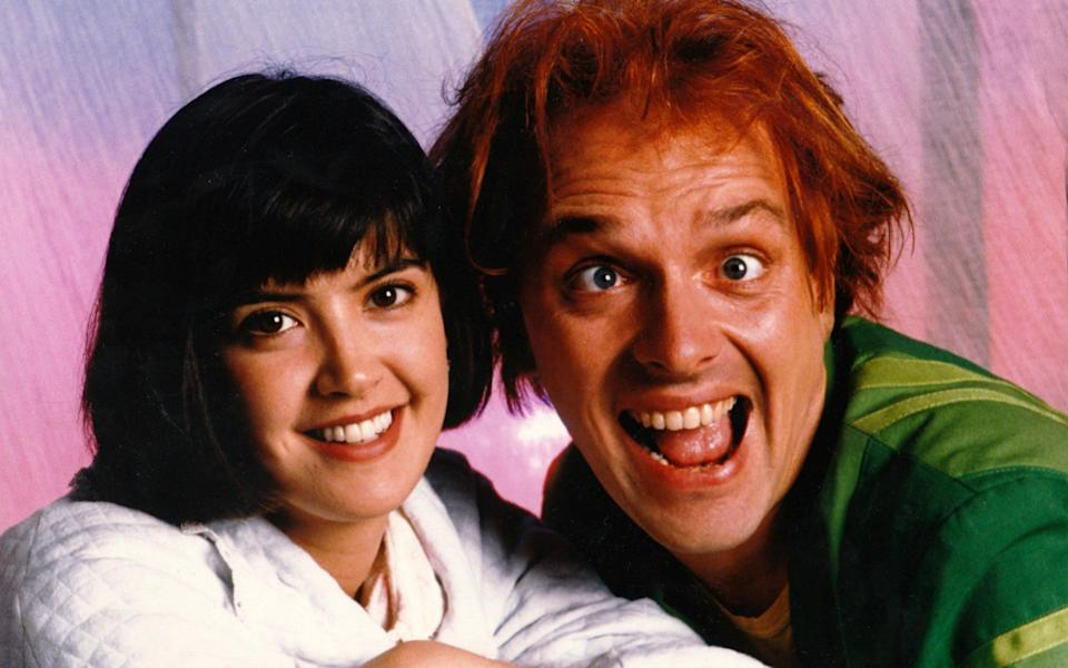 Phoebe Cates and Rik Mayall in Drop Dead Fred - Alamy