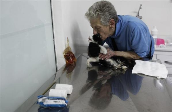 A woman kisses her cat before a medical examination in the Anclivepa-SP veterinarian hospital in Sao Paulo August 22, 2012.