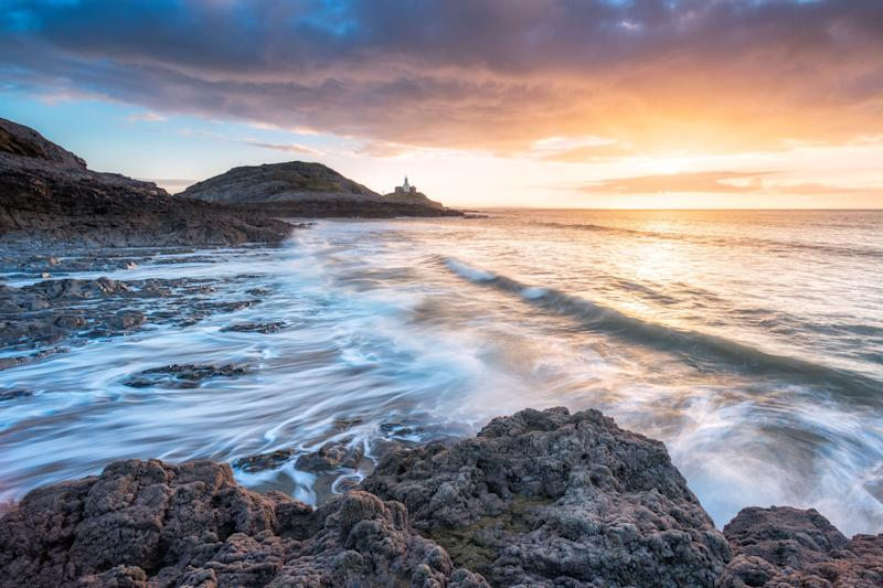 Mumbles Lighthouse, Wales. (Photo: Alessio Putzu/Caters News)