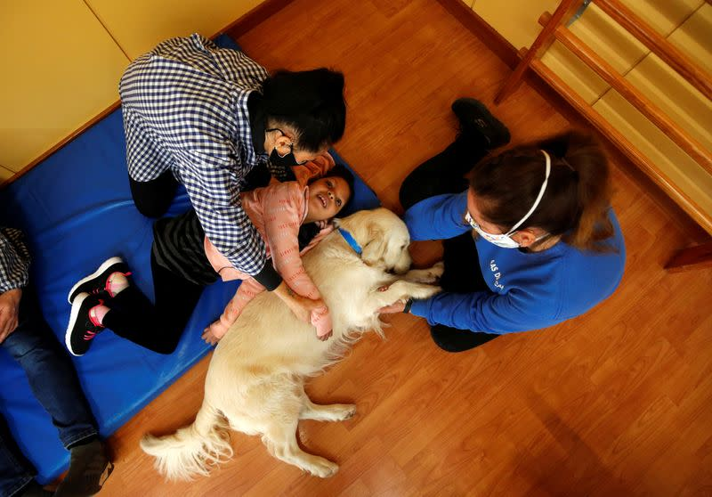 Dog-assisted therapy session at Escola Iris in Sant Vicenc dels Horts