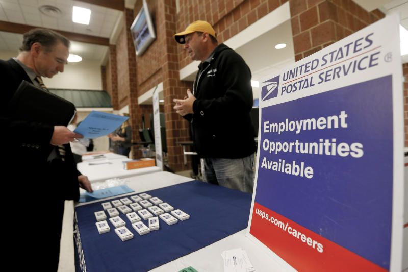 Applications for US jobless benefits drop again to 236,000