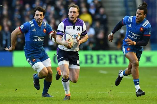 Scotland's full-back Stuart Hogg (C) runs the ball during the Six Nations international rugby union match between Scotland and France at Murrayfield Stadium in Edinburgh on February 11, 2018