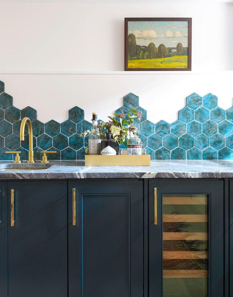 "<p>The pattern of the tiles in this kitchen by <a href=""http://www.studiodb.com/"" rel=""nofollow noopener"" target=""_blank"" data-ylk=""slk:Studio DB"" class=""link rapid-noclick-resp"">Studio DB</a> changes ever so slightly as it crawls across the wall, creating a unique and chic non-repeating pattern. </p>"