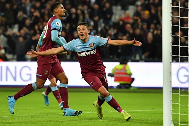 Fornals celebrates pulling West Ham level (Photo by BEN STANSALL/AFP via Getty Images)