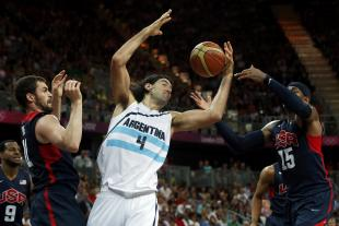 Argentina's Luis Scola, center, battles Team USA forwards Kevin Love, left, and Carmelo Anthony for a rebound. (Reuters)