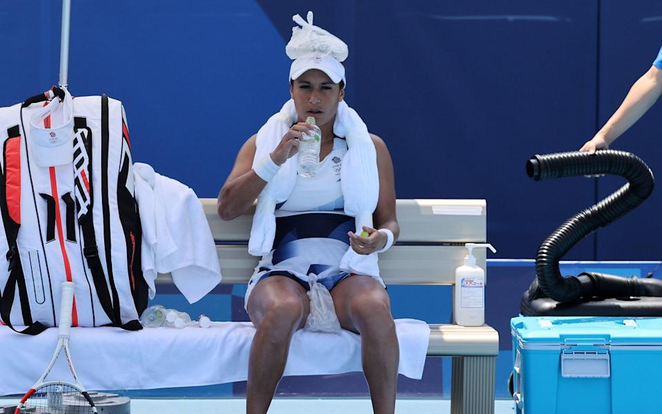 Heather Watson of Team Great Britain attempts to keep cool between games during her Women's Singles First Round match against Anna-Lena Friedsam of Team Germany on day one of the Tokyo 2020 Olympic Games at Ariake Tennis Park on July 24, 2021 in Tokyo, Japan. (Photo by Clive Brunskill/G - GETTY IMAGES