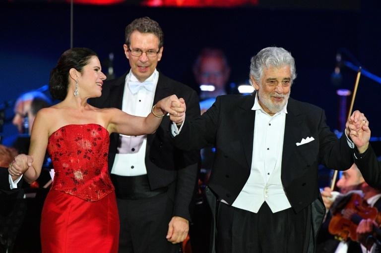 Spanish tenor Placido Domingo, shown here with Puerto Rican soprano Ana Maria Martinez at a recent performance in Hungary, has said he will no longer perform at New York's Metropolitan Opera (AFP Photo/Attila KISBENEDEK)