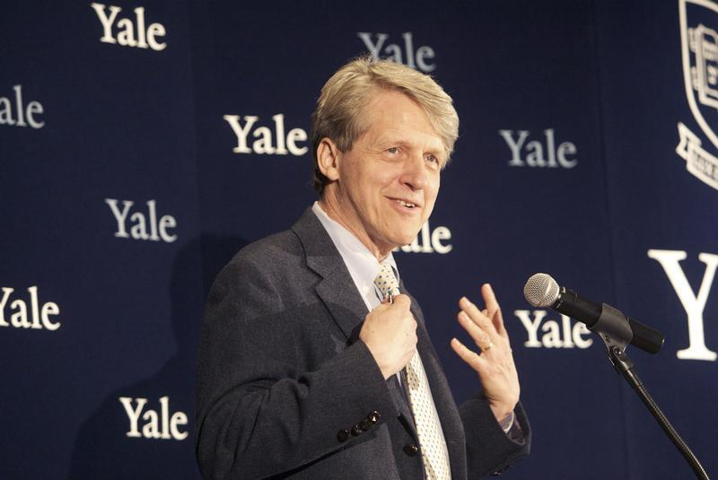 Robert Shiller, one of three American scientists who won the 2013 economics Nobel prize, attends a press conference in New Haven, Connecticut October 14, 2013. REUTERS/Michelle McLoughlin