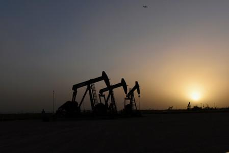 Texas shale pioneers struggle to appease investors, compete with majors