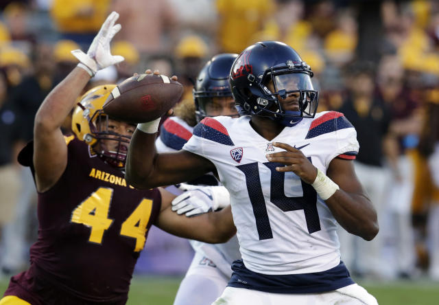 "Arizona quarterback <a class=""link rapid-noclick-resp"" href=""/ncaaf/players/263219/"" data-ylk=""slk:Khalil Tate"">Khalil Tate</a> (14) does not want to ever play in a triple-option based offense. (AP Photo/Rick Scuteri, File)"