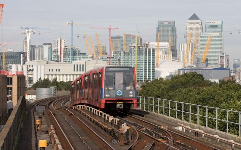 A DLR announcer is entertaining commuters with his 'Barry White voice'  - Bloomberg