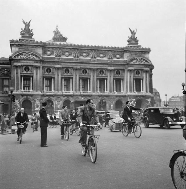 In 1947, Parisians used alternative means of transport during a general strike (AFP Photo/-)