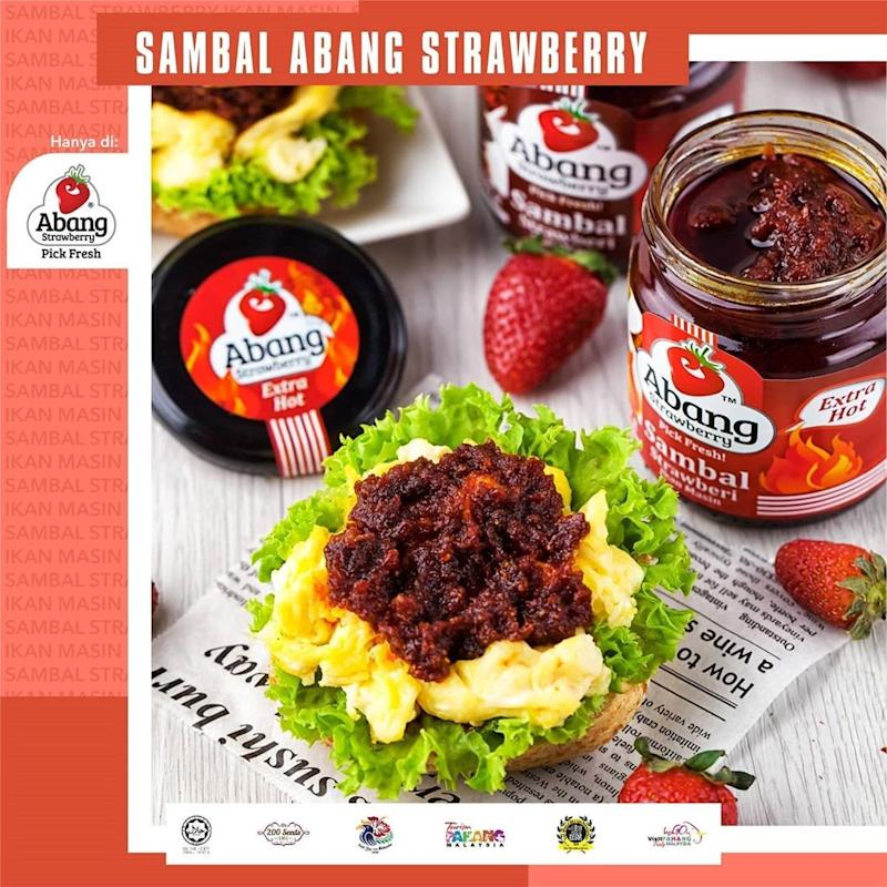 Serving suggestions for strawberry sambal by Abang Strawberry. Photo: Abang Strawberry /Instagram
