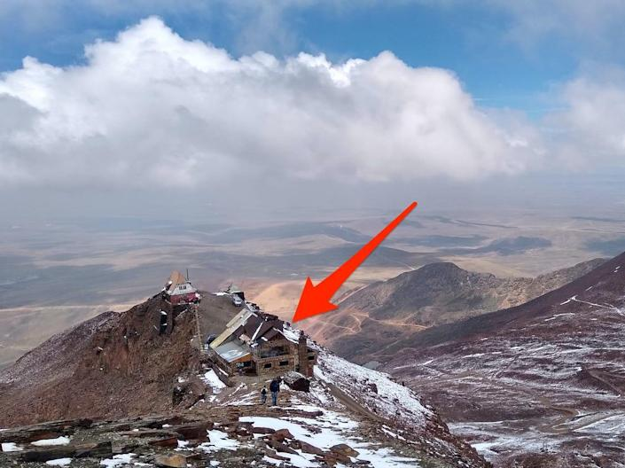 An arrow points to the abandoned Chacaltaya ski resort.