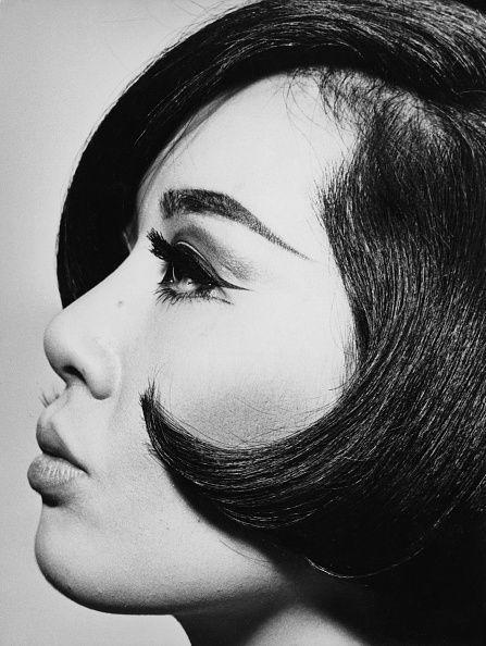 <p>The sleek bob came back into style during the 1960s and once again the geometric, chin-hugging shape grazed the faces of women around the country. </p>