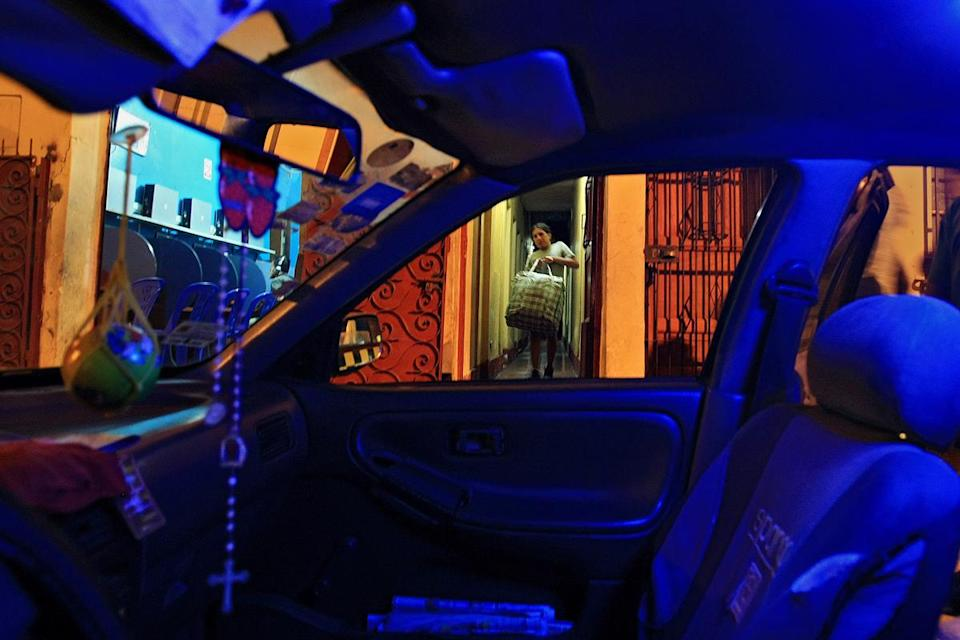<p>After being suddenly evicted from her room, Tamara moves her belongings into the taxi of a friend, who will drive her a few blocks to another home where many trans women live. (Photo: Danielle Villasana) </p>