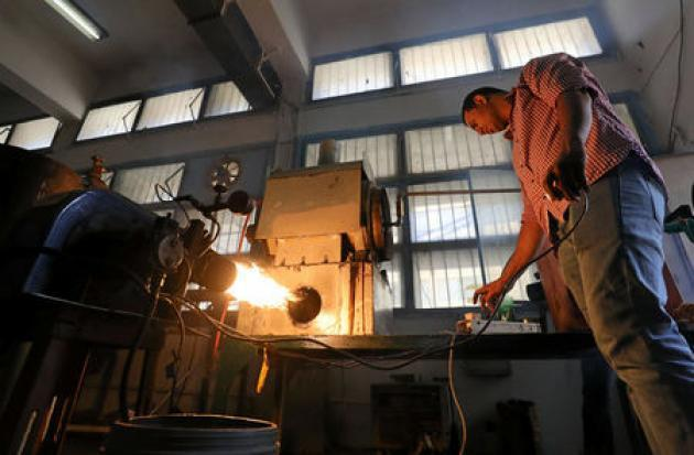 Egyptian students produce fuel from used car tyres