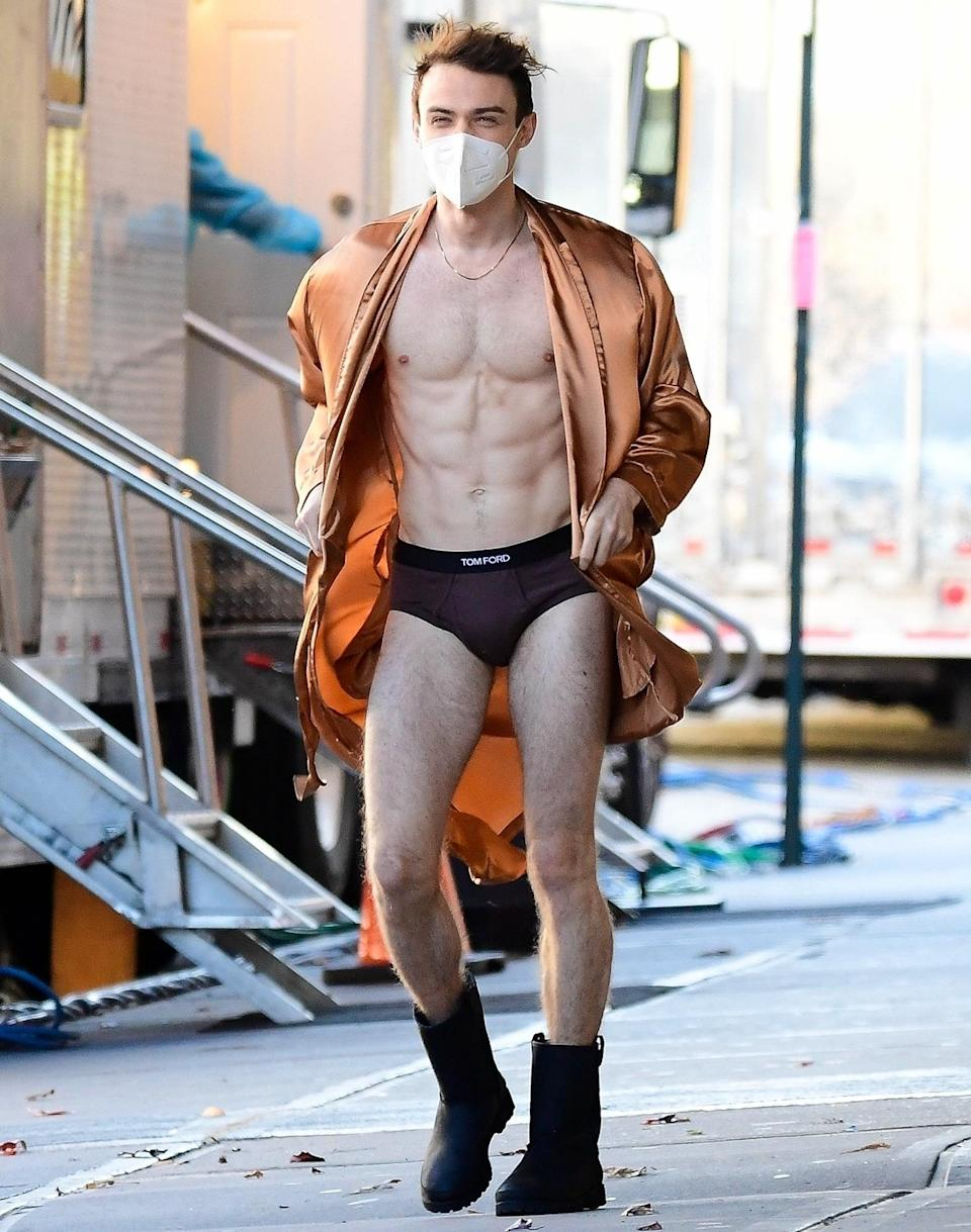 <p>Thomas Doherty puts his abs on display while on the set of <em>Gossip Girl</em> in N.Y.C. on Monday. </p>