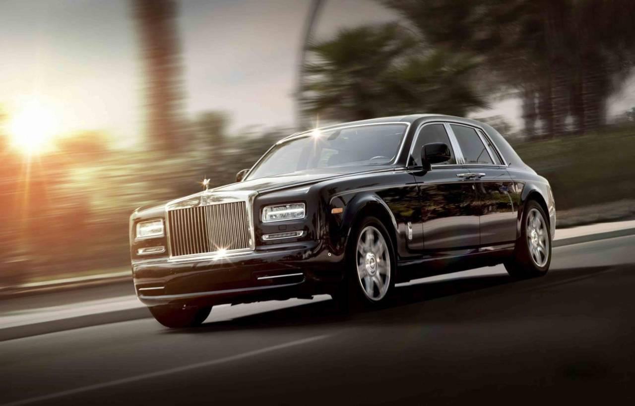 A Rolls-Royce ride followed by a ride on a private boat to Marina Bay Sands.