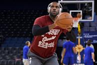 LeBron James of the Cleveland Cavaliers warms up prior to playing the Golden State Warriors, at ORACLE Arena in Oakland, California, on December 25, 2015 (AFP Photo/Thearon W. Henderson)