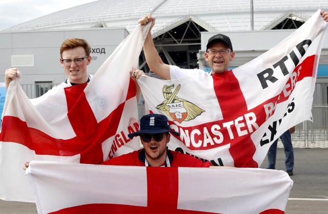 <p>Supporters of England arrive </p>