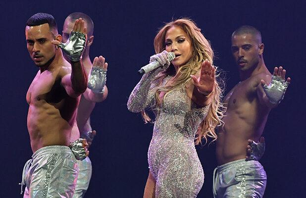 Jennifer Lopez in Talks to Headline Super Bowl Halftime Show