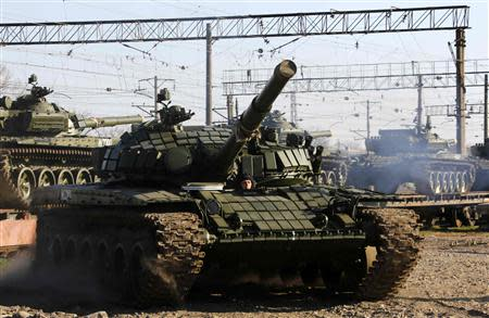 A T-72B Russian tank manouvers shortly after Russian tanks arrived at a train station in the Crimean settlement of Gvardeiskoye near the Crimean city of Simferopol March 31, 2014. REUTERS/Yannis Behrakis