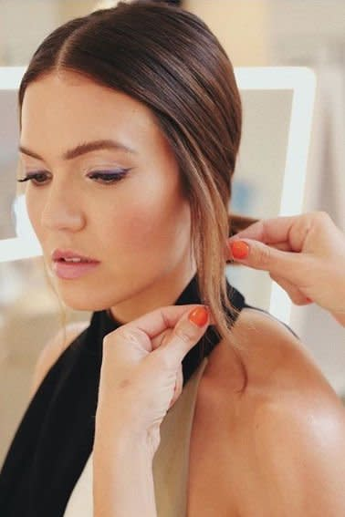 "<p><a href=""https://www.instagram.com/nikkilee901/"" target=""_blank"">Colorist Nikki Lee</a> helped <em>This Is Us </em>star, Mandy Moore, make quite the entrance with a warm brown mane lightened up with ""flickers of golden light."" She's the ultimate Autumn Glow inspiration. </p>"