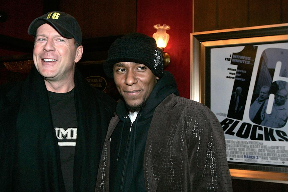 Actors Bruce Willis (L) and Mos Def arrive for the premiere of the film '16 Blocks' in New York February 27, 2006. REUTERS/Keith Bedford