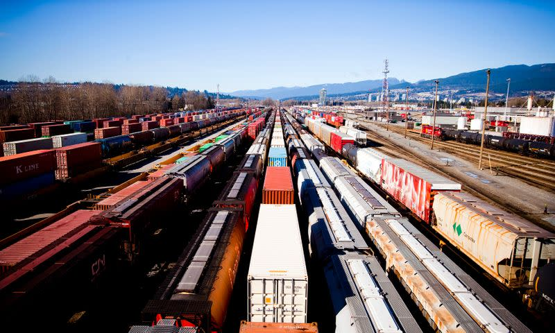 Canadian Pacific beats profit estimates, sees higher 2020 shipments from trade deal