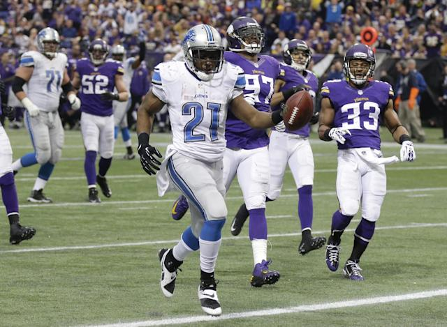 Detroit Lions running back Reggie Bush (21) runs to the end zone ahead of Minnesota Vikings defenders Everson Griffen (97) and Jamarca Sanford (33) while scoring on a 19-yard touchdown reception during the second half of an NFL football game, Sunday, Dec. 29, 2013, in Minneapolis. (AP Photo/Jim Mone)