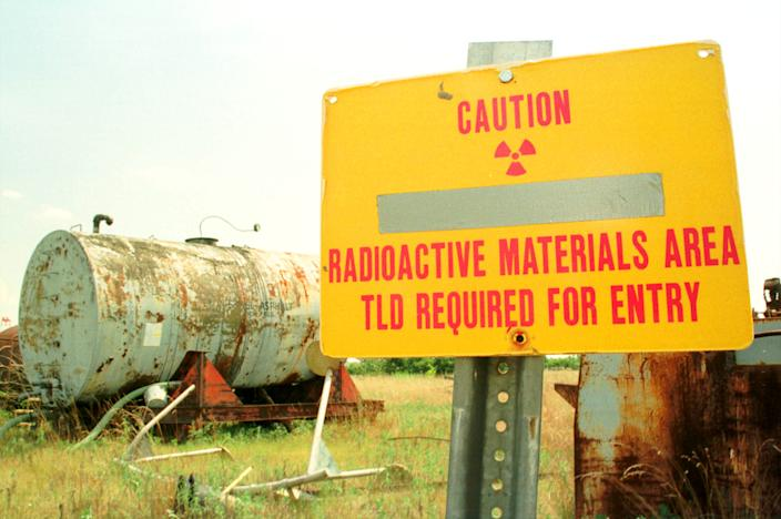 A sign warns visitors to keep away from a pile of radioactive debris stored on the grounds of the uranium-enrichment Paducah Gaseous Diffusion Plant on Aug. 12, 1999, near Paducah, Ky. (Photo: Billy Suratt via Getty Images)