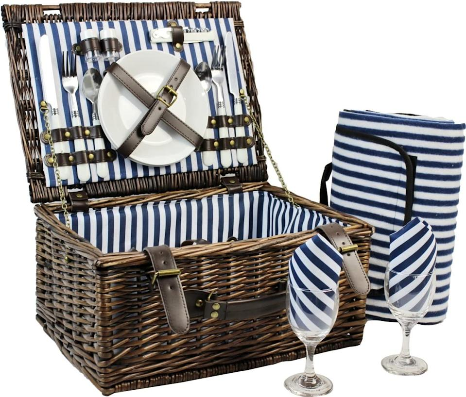 Inno Stage Wicker Picnic Set (Photo via Amazon)