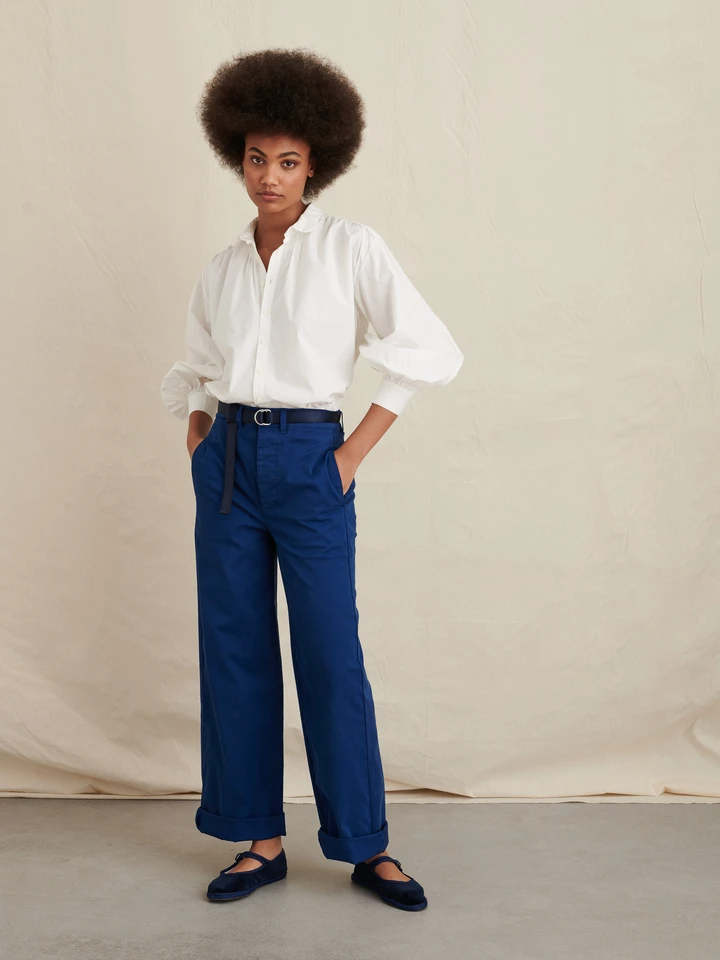 """<h2>Alex Mill Kit Shirt in Paper Poplin</h2><br><strong>The Best Peter Pan Collar White Button-Down</strong><br>Talk about charming! This button-down has a cute peter pan collar, adorable sleeves that are slightly puffed, and a gathered detail at the cuffs and back. Super unique and non-boring to say the least.<br><br><strong>The Hype: </strong>4 out of 5 stars and 8 reviews on Alexmill<br><br><strong>What They're Saying:</strong> """"Reminds me of a French painter's shirt but more stylish. This is nicely oversized and comfortable. Goes with a lot of items already in my closet. Can be easily dressed up or down. Plan to purchase a couple more colors as it's really hard to find a woman's shirt that fits this nice with unique sleeves and collar. Like the buttons too.""""<br><br><strong>Alex Mill</strong> Kit Shirt in Paper Poplin, $, available at <a href=""""https://go.skimresources.com/?id=30283X879131&url=https%3A%2F%2Fwww.alexmill.com%2Fcollections%2Fwomens-shirts%2Fproducts%2Fkit-shirt-in-paper-poplin-in-white"""" rel=""""nofollow noopener"""" target=""""_blank"""" data-ylk=""""slk:Alex Mill"""" class=""""link rapid-noclick-resp"""">Alex Mill</a>"""
