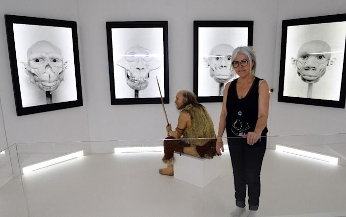 """Visual artist Elisabeth Daynes stands next to a reconstruction of """"Chancelade Man"""" on November 7, 2014 in Bordeaux (AFP Photo/Mehdi Fedouach)"""